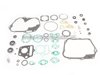 Overhaul kit, engine, SS50, C50, Dax, with needle bearings